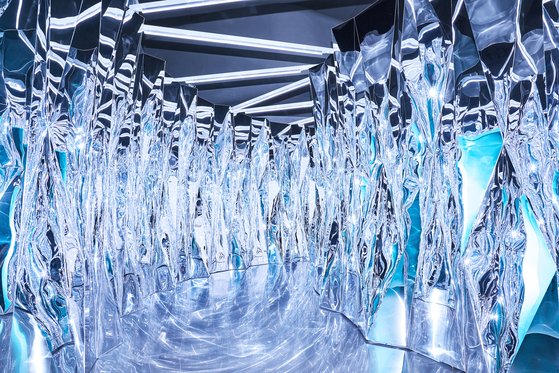 티파니 DDP 전시장. 입구를 들어서자마자 보이는 이 방은 다이아몬드의 정교한 커팅을 형상화한 공간이다. [사진 티파니]