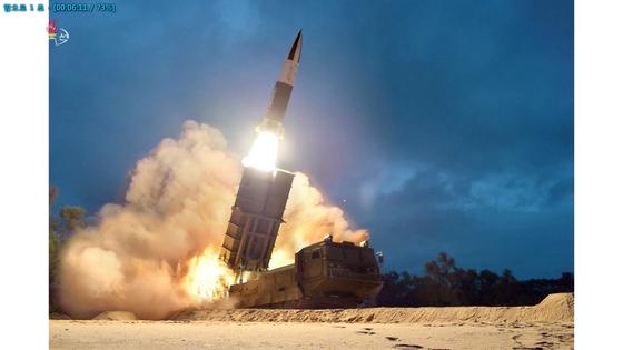 북한 조선중앙TV가 11일 전날 함경남도 함흥 일대에서 실시한 2발의 단거리 발사체 발사 장면을 사진으로 공개했다.[연합뉴스]