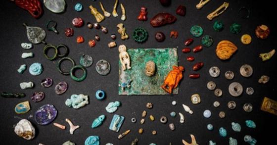2019년 8월 12일 폼페이의 한 귀족 저택에서 발굴된 여성 장신구들. [ANSA 통신=연합뉴스]