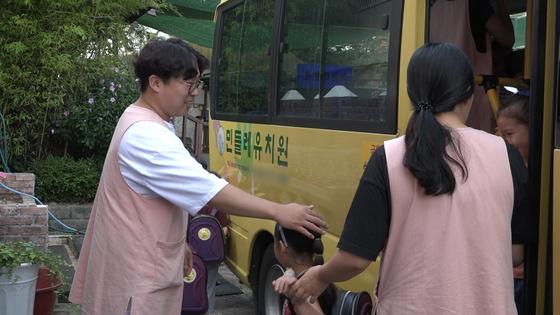 부산 동래구 민들레유치원 7세반 담임을 맡고 있는 정원근(31)씨. 김지선·정수경·왕준열 PD