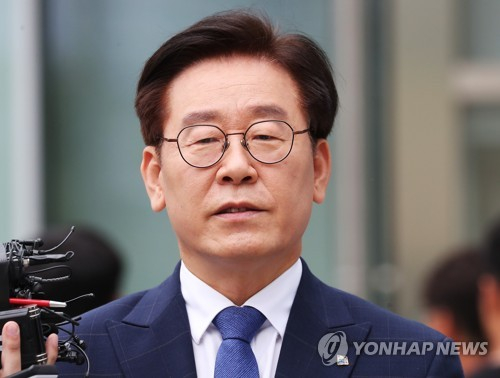 지난 7월 첫 항소심 재판에 출석하는 이재명 경기도지사. [연합뉴스]