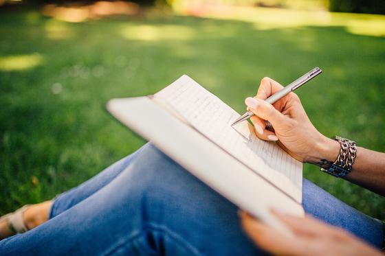 글쓰기를 생활화 하다보면 퇴직 후에도 좋은 일거리가 된다. 등단은 안하더라도 자서전은 거뜬하다. 모두들 나이가 들면 퇴직을 하지만 아직 작가가 퇴직했다는 말은 들어보지 못했다. [사진 pixabay]