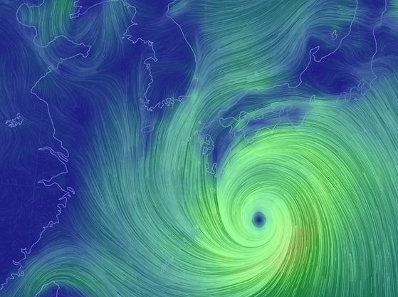 일본에 상륙하기 직전인 제 10호 태풍 크로사.[자료 기상청]