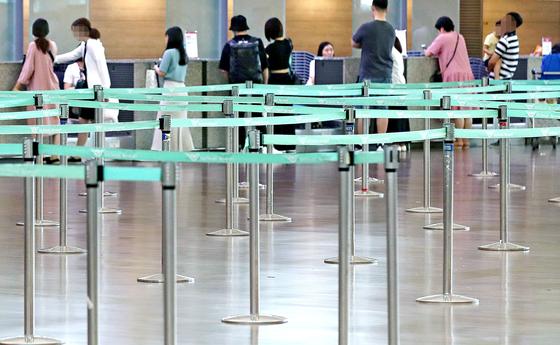 인천국제공항 1터미널에 있는 한 국적 항공사의 일본행 탑승 수속 카운터가 한산한 모습. '일본여행 보이콧'이 영향을 미쳤다. [연합뉴스]