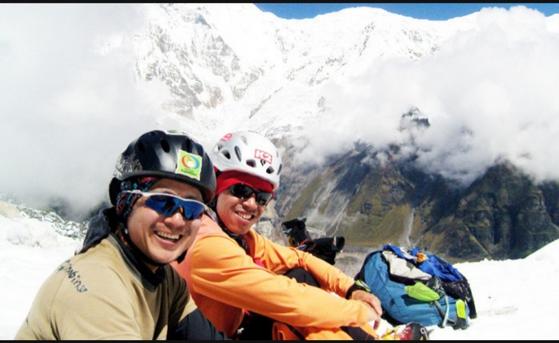 2009년 9월 25일 히말라야 히운출리(해발 6441m) 북벽 신루트 개척에 나섰다가 실종된 직지원정대 민준영 등반대장(오른쪽)과 박종성 대원. [사진 직지원정대]