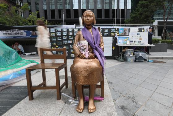서울 종로구 옛 일본대사관 앞 평화의 소녀상 모습. [뉴스1]