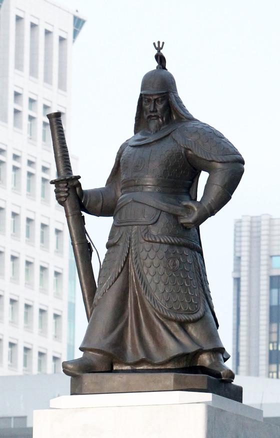 광화문 광장에 있는 이순신 동상. [중앙 포토]
