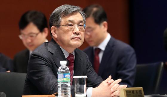 권오현 삼성전자 종기원 회장은 올 상반기 보수 총액으로 총 31억6700만원을 받은 것으로 공시됐다. [중앙포토]