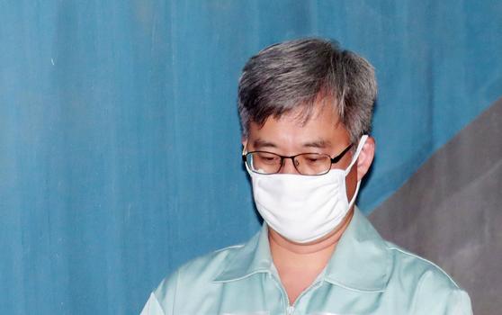 지난 5월 공판에 출석하기 위해 법정으로 향하는 '드루킹' 김동원씨. [연합뉴스]
