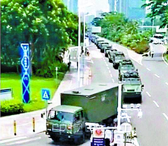 중국 선전에 무장경찰 장갑차 집결