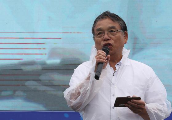 오다가와 요시카즈 일본 전노련 의장이 15일 서울 광화문광장에서 열린 민주노총 8·15 전국 노동자 대회에서 연대발언을 하고 있다. [연합뉴스]