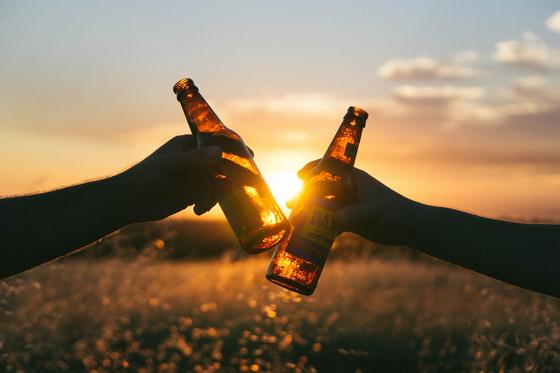 국산 맥주가 맛이 없다고 하는 이유는 '맥주 맛이 도드라지게 느껴져서는 안 되는 맥주 스타일'이기 때문이다. 국내 브랜드에서 내놓은 대부분의 맥주는 탄산이 강하고 맛과 향이 얕다. [사진 pixabay]