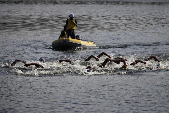 오픈워터 수영 구제대회가 열린 도쿄 오다이바 해상공원의 모습. 당시 대회에 참가한 선수들은 심한 악취가 난다고 발언했다. AP=연합뉴스