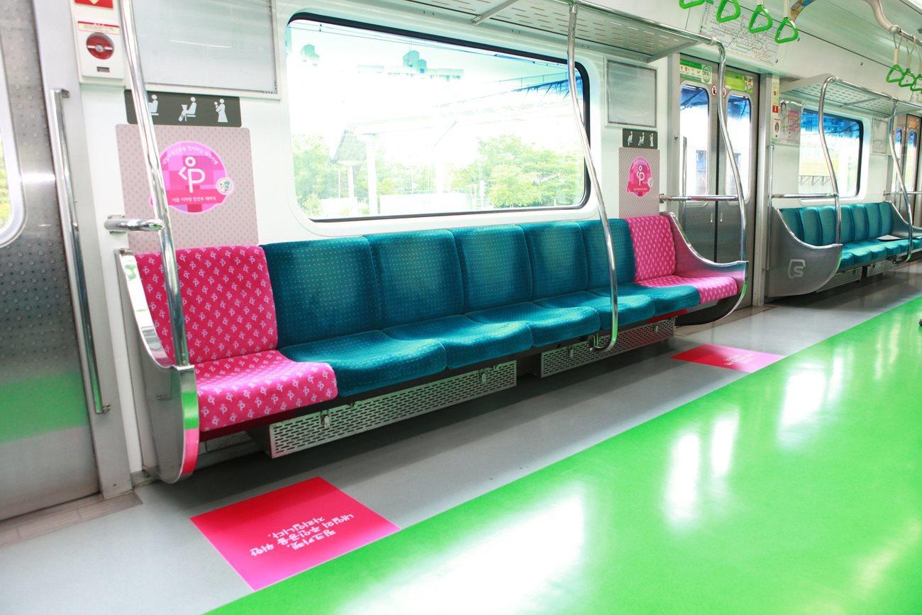 임산부 배려석은 2013년 서울 지하철에 도입됐다. [중앙포토]