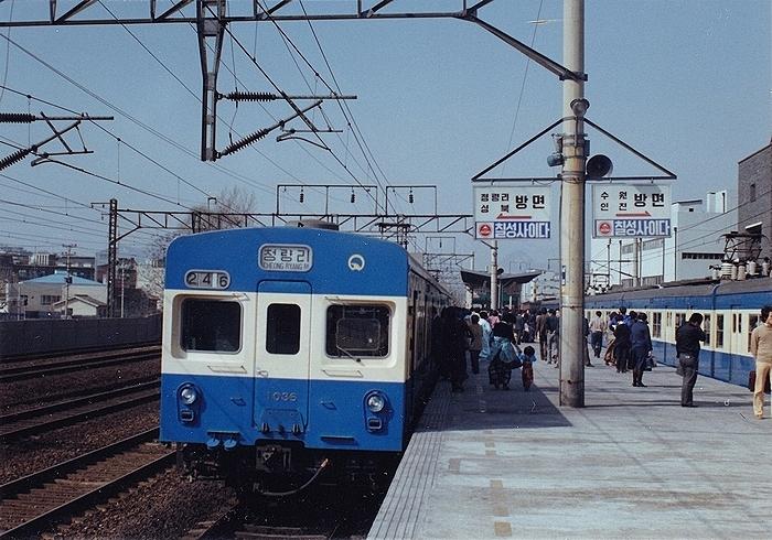 지하철 1호선에 경로석이 처음 생긴 건 1980년이다. [중앙포토]