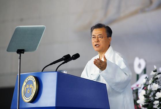 문재인 대통령이 15일 오전 천안 독립기념관 겨레의 집에서 열린 제74주년 광복절 경축식에서 경축사를 하고 있다. [연합뉴스]