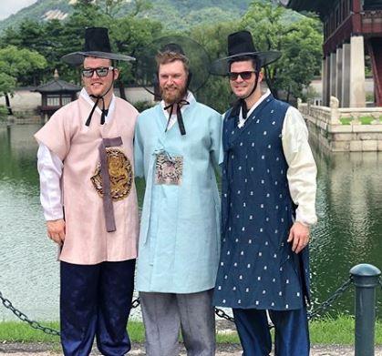 한복을 입은 키움 히어로즈의 외국인 선수 샌즈·요키시·브리검(왼쪽부터). [사진 브리검 SNS]