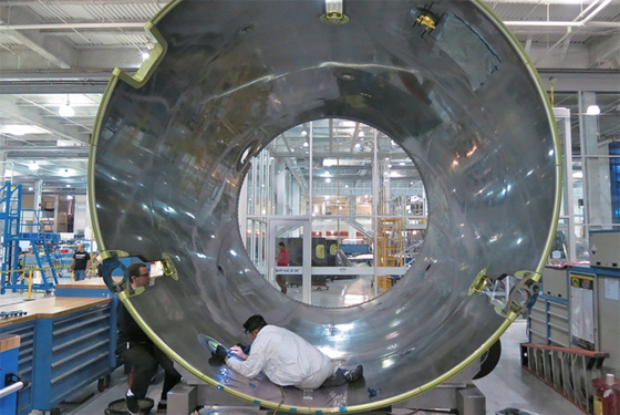 스페이스X는 팰콘9 로켓에 도레이의 탄소섬유를 사용하고 있다. 도레이는 탄소섬유 분야에서 세계 최고 경쟁력을 자랑한다. / 사진:플리커