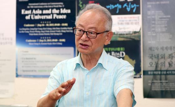 이부영 동아시아평화회의 운영위원장이 13일 중앙일보와 인터뷰하고 있다. 변선구 기자