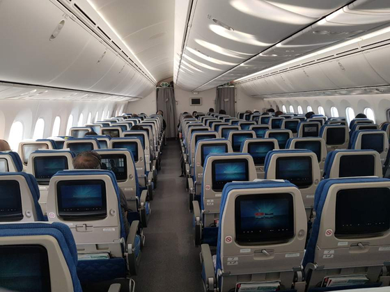 16일 오전 인천발 홍콩행 대한항공 기내. 좌석이 텅 비어 있다[박성훈 기자]