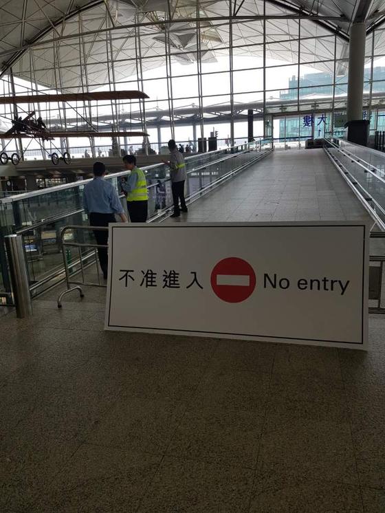 홍콩 공항 출국장 통로 4곳 중 2곳이 여전히 폐쇄중이다[박성훈 기자]
