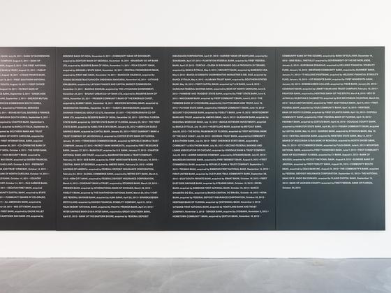 '파산한 은행들'( October 30, 2013) Black painted MDF with printed letters 200 x 2040 cm. 안드레아스 짐머만 촬영, [사진 국제갤러리]