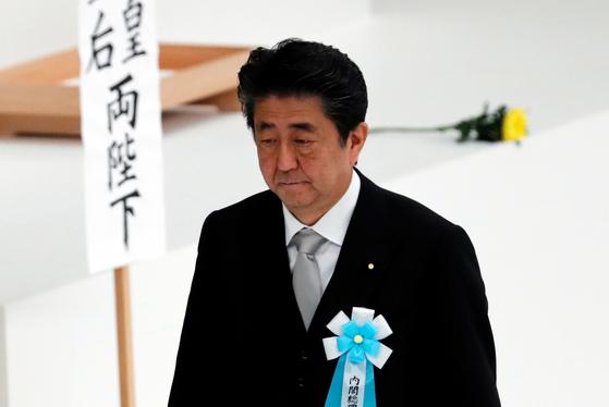 아베 신조 일본 총리가 종전일인 15일 도쿄에서 열린 전국 전몰자 추도식에 참석했다. [로이터=연합뉴스]