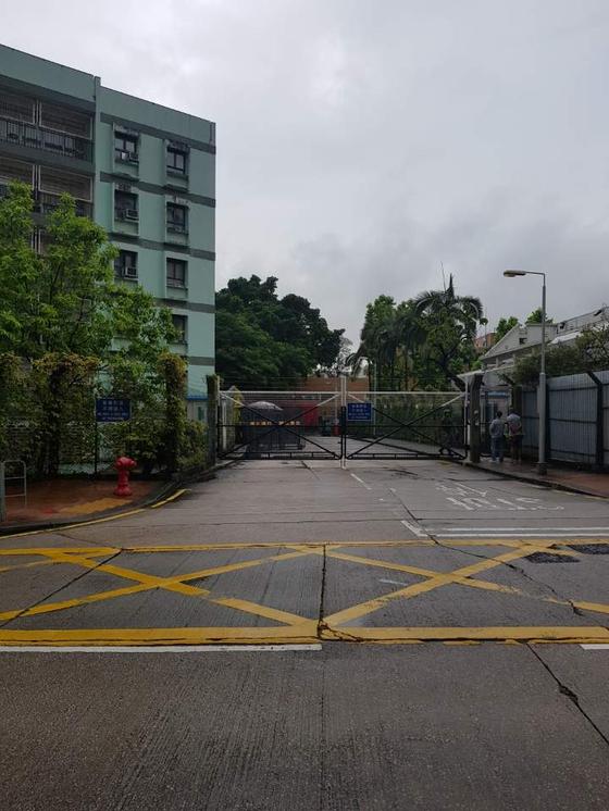 17일 오후 홍콩 카우룬통 지역. 홍콩에 주둔하고 있는 중국군 부대가 있다. 박성훈 기자