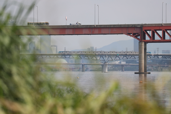 지난 12일 경기도 고양시 마곡철교 인근에서 몸통만 남은 시신이 발견됐다. [연합뉴스]