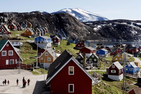 도널드 트럼프 대통령이 매입 검토를 논의했다고 알려진 그린란드의 마을 모습 [AP=연합뉴스]