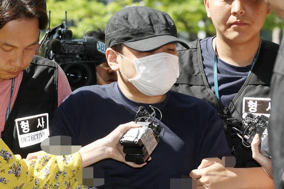 '한강 몸통 시신' 사건의 피의자가 의정부지방법원 고양지원에서 열린 영장실질심사에 출석하고 있다. [뉴스1]