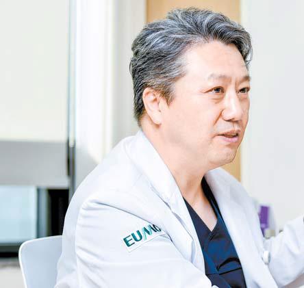 """고충원 교수는 '별다른 이유 없이 뇌졸중이 발생했다면 심장 질환이 원인이 아닌지 검사를 받아보는 것이 좋다""""고 말했다. 프리랜서 김동하"""