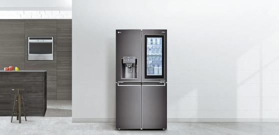 프리미엄 주방가전의 대표격인 LG DIOS 얼음정수기냉장고는 뛰어난 기능의 얼음정수기를 장착하고 있다. 또 전원 하나로 냉장고와 얼음정수기를 동시에 사용할 수 있기 때문에 전기료도 27%까지 절약할 수 있다. [사진 LG전자]