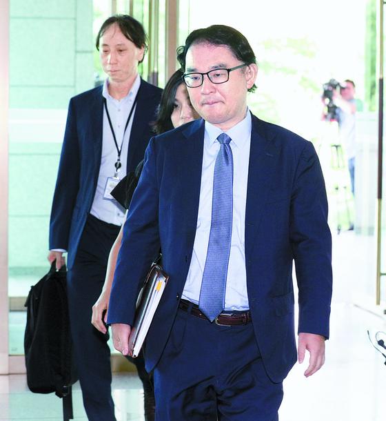 후쿠시마 원전 오염수 해양 방출과 관련해 19일 니시나가 도모후미 주한 일본대사관 공사(오른쪽)가 외교부로 초치되고 있다. 정부는 오염수 처리계획에 대한 공식 답변을 요청했다. 임현동 기자