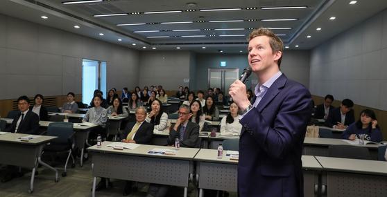 전국경제인연합회는 지난 5월 8일 전경련회관 컨퍼런스센터에서 '주한유럽기업 및 유럽현지기업 취업설명회'를 개최했다. [중앙포토]