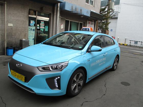 하늘색 외관으로 '도로 위의 스머프'로 불리는 서울 전기택시가 올해 3000대 추가 도입된다. 2025년까지 4만대로 늘어날 예정이다. [사진 서울시]