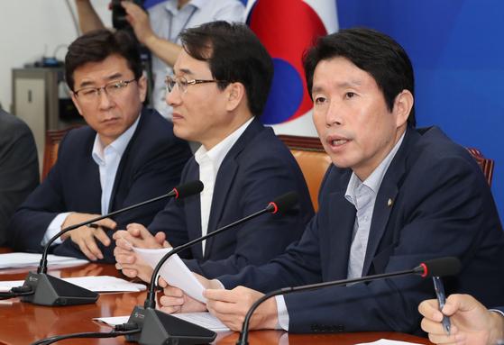 이인영 더불어민주당 원내대표(오른쪽)는 20일 오전 국회에서 열린 원대대책회의에서 청문회 4대 불가론을 주장했다. 김경록 기자