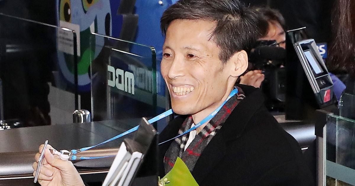 2012년 MBC 파업을 주도했다는 이유로 해고된 후 암 판정을 받고 투병 중이던 이용마 기자가 21일 별세했다. 사진은 2017년 12월 11일 MBC에 복직된 이용마 기자가 상암동 본사로 다시 출근하는 모습. [연합뉴스]