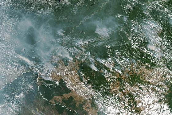 미국 항공우주국 인공위성이 촬영한 아마존 열대우림 산불 연기. [EPA=연합뉴스]