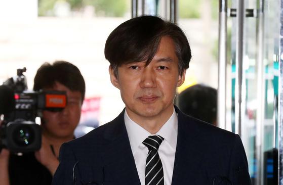 """조국 법무부 장관 후보자는 21일 딸을 둘러싼 의혹 등에 대해 """"국민들 질책을 충분히 알고 있고 감수하겠다""""고 말했다. 김상선 기자"""