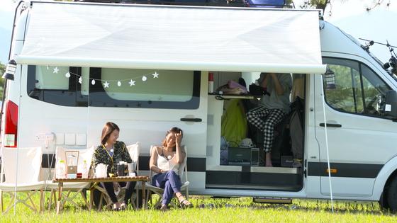 여행주간(9월 12~29일) 이벤트가 다양하다. JTBC '캠핑클럽' 속 캠핑차로 여행을 떠나는 '나만의 캠핑클럽' 이벤트도 연다. [사진 JTBC]