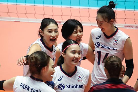 22일 대만과 경기에서 공격을 성공시킨 뒤 기뻐하는 여자배구 대표팀 선수들. [뉴스1]