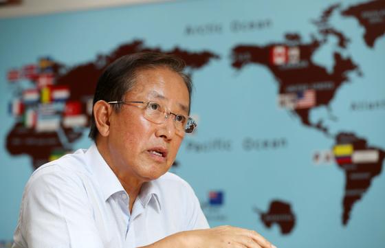 김태영 전 국방부 장관은 19일 인터뷰에서 한일 군사정보보호협정을 파기하면 군사 협력을 할 수 없다고 지적했다. 그는 한미 동맹을 강화해야 한다고 역설했다. 김상선 기자