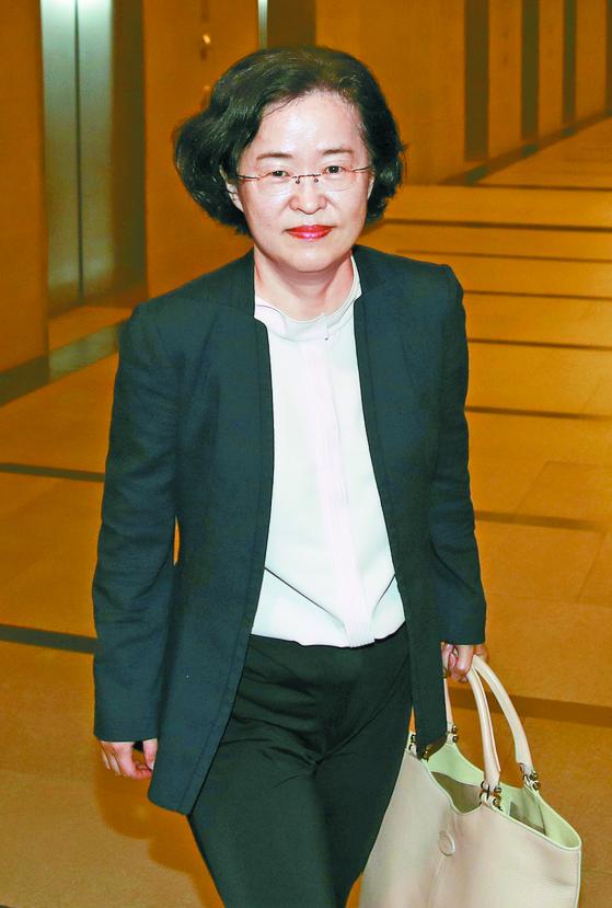 조성욱 공정위원장 후보자가 22일 공정거래조정원 청문회 준비사무실로 출근하고 있다. [연합뉴스]