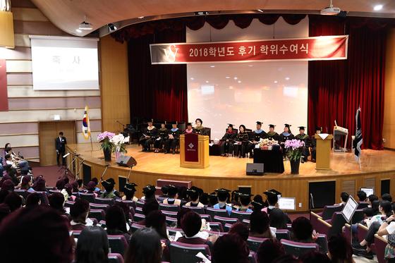 서울여자대학교는 8월 23일 오전 11시 서울 노원구 교내 대강당에서 2018학년도 후기 학위수여식을 개최했다.