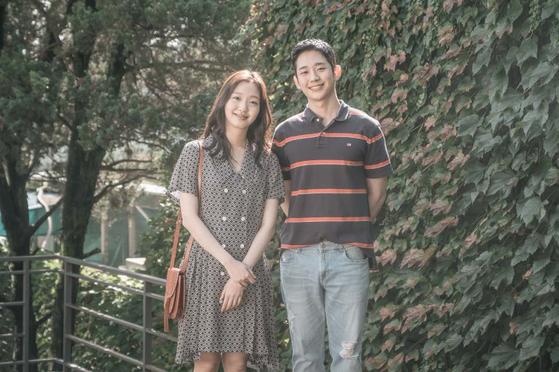 정해인의 새 멜로영화 '유열의 음악앨범'에서 왼쪽부터 주인공 미수(김고은)와 현우. [사진 CGV아트하우스] [사진 CGV 아트하우스]