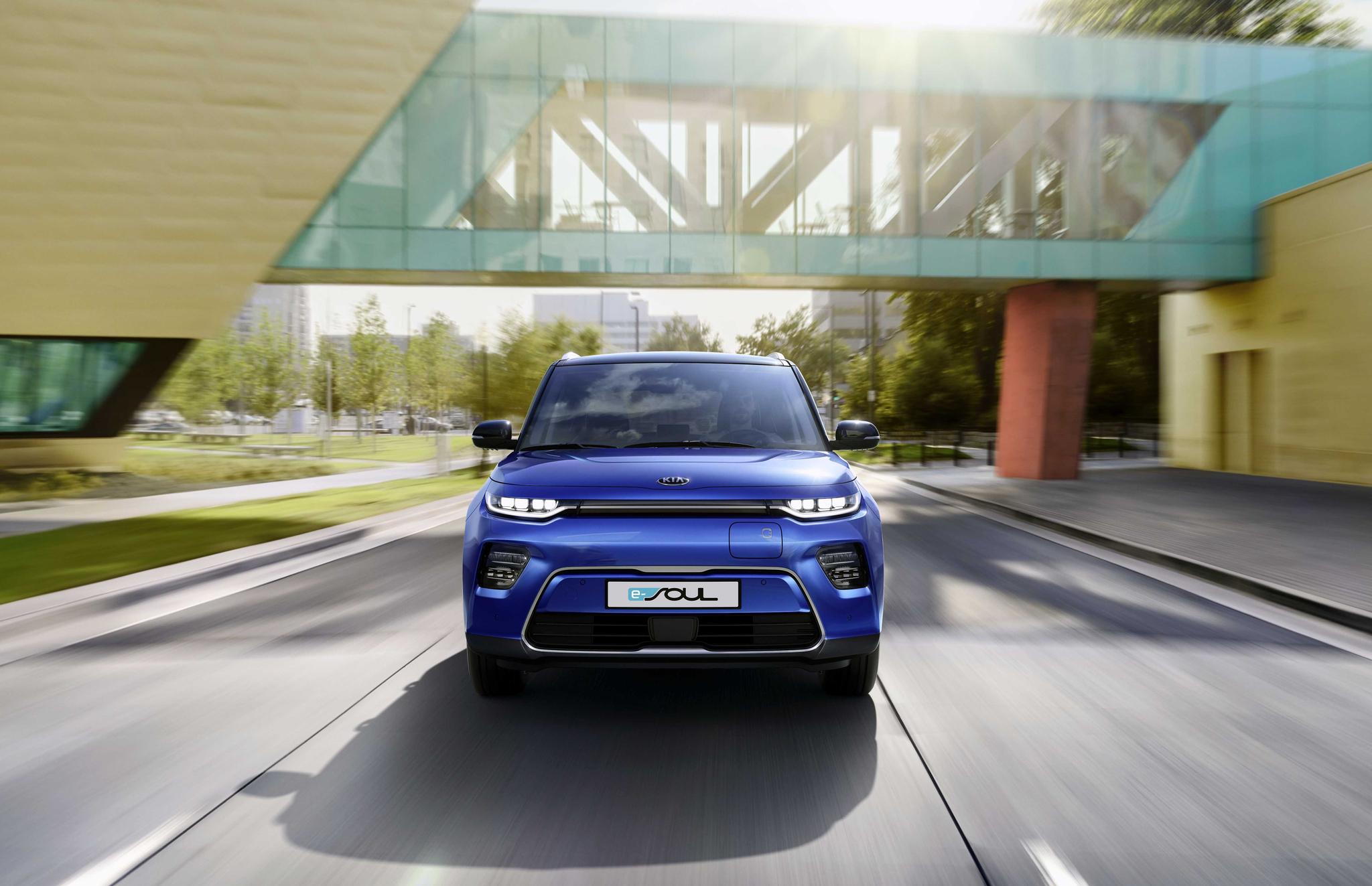 독일의 자동차 잡지 '아우토 자이퉁'에서 실시한 소형 전기차 비교평가에서 기아자동차 쏘울EV가 BMW i3s, 닛산 리프 e+를 제치고 가장 좋은 평가를 받았다. [사진 기아자동차]