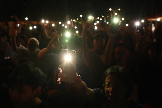 6월 4일 천안문 사태 30주년을 기념하는 대만의 시민들이 촛불시위를 벌이고 있다. [EPA=연합]