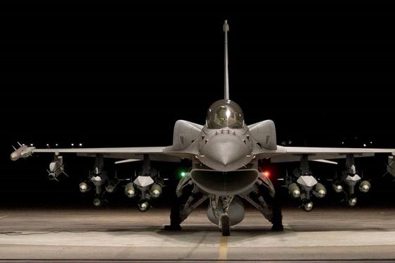 F-16V. 겉으로 봐선 기존 F-16과 큰 차이가 없다. 그러나 레이더와 전자장비는 최신형이다. [사진 록히드 마틴]