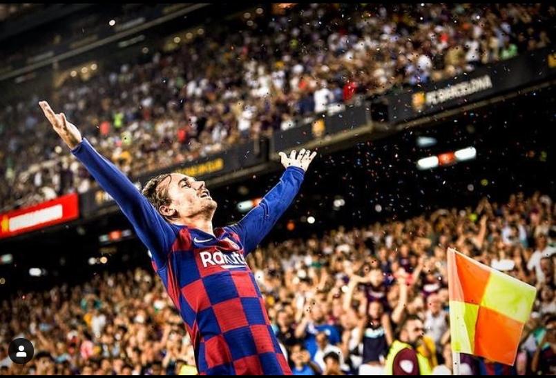 바르셀로나 그리즈만이 26일 골을 터트린 뒤 꽃가루 같은 색종이를 하늘에 뿌리는 세리머니를 펼쳤다. [사진 그리즈만 인스타그램]